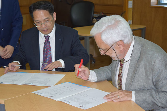 Firma de Convenio con la Universidad Normal de Jiangsu, China.